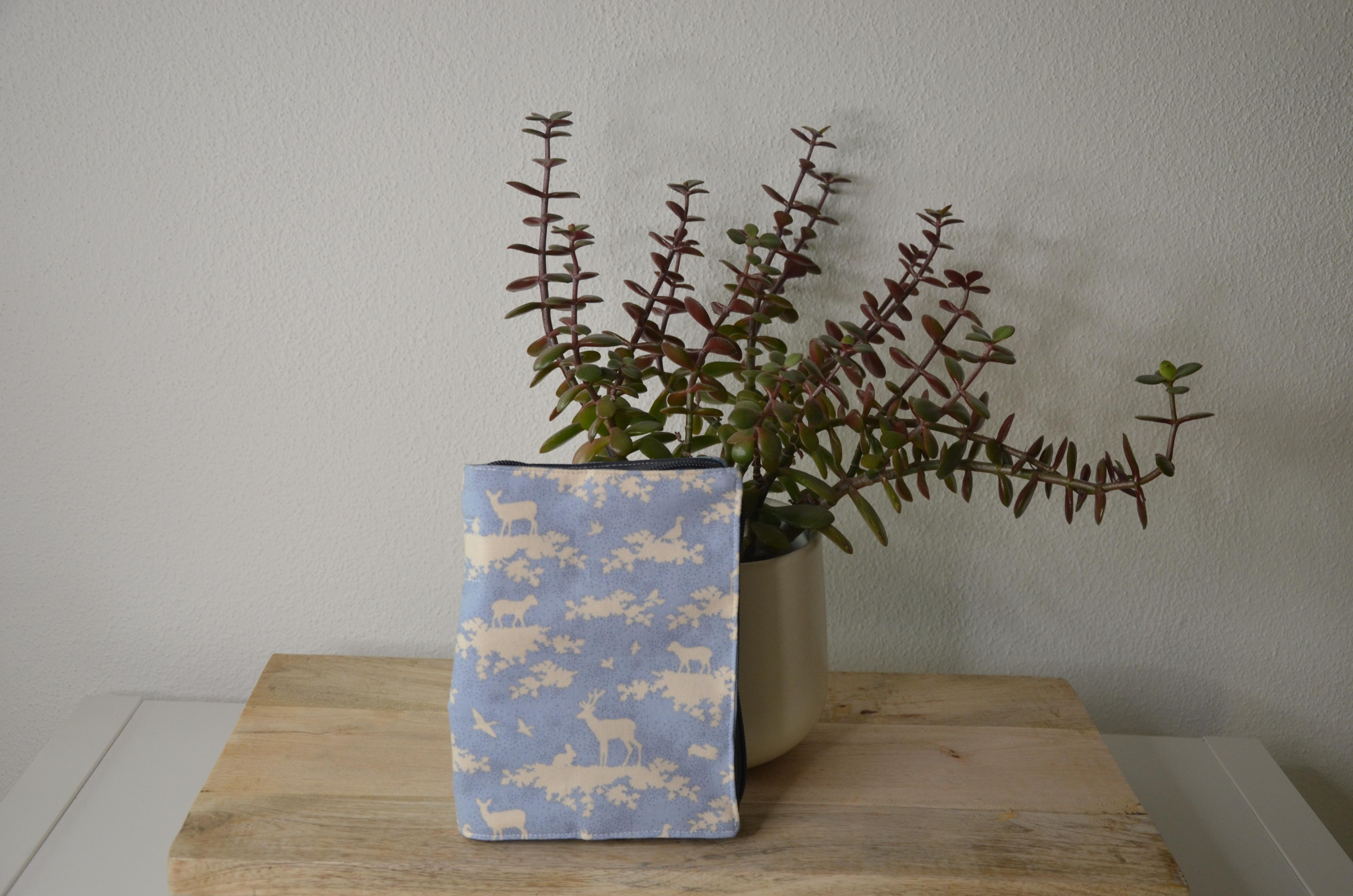 Gotteslobhülle aus Stoff - Waldtiere hellblau